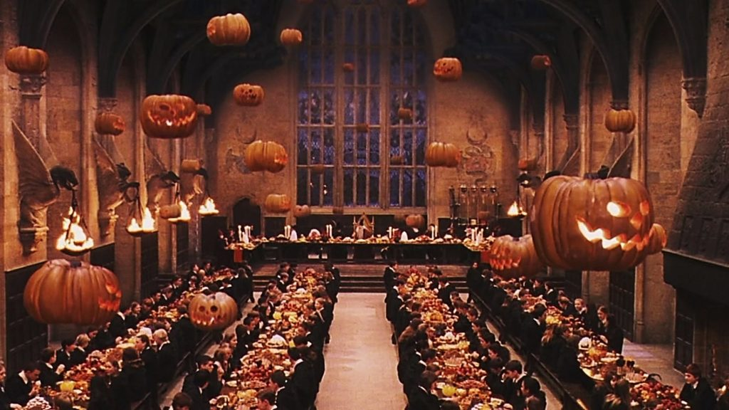 Halloween auf Hogwarts © 2001-2011 Warner Bros. Ent. All Rights Reserved. Wizarding World™ Publishing Rights © J.K. Rowling WIZARDING WORLD and all related characters and elements are trademarks of and © Warner Bros. Entertainment Inc.